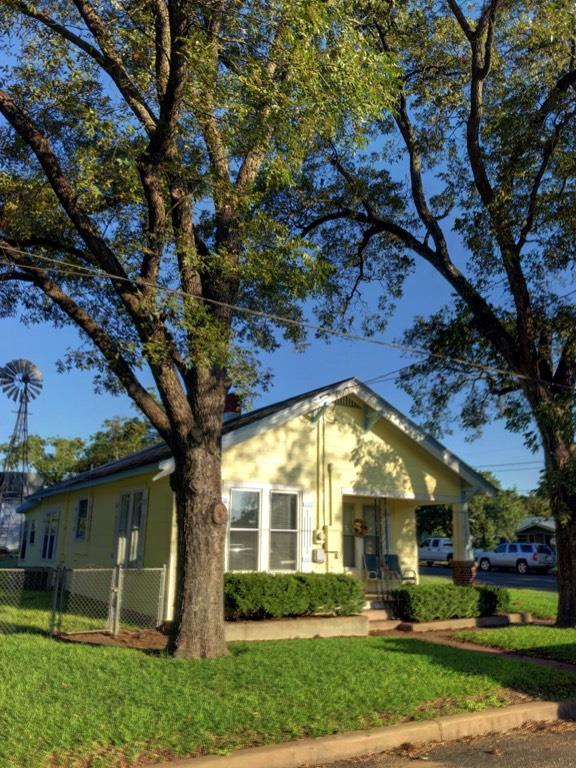 402 -- Plum St, Fredericksburg, TX 78624 (MLS #76576) :: Absolute Charm Real Estate