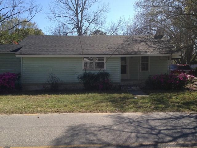 213 W Mendell Avenue, Glennville, GA 30427 (MLS #123618) :: Coldwell Banker Holtzman, Realtors