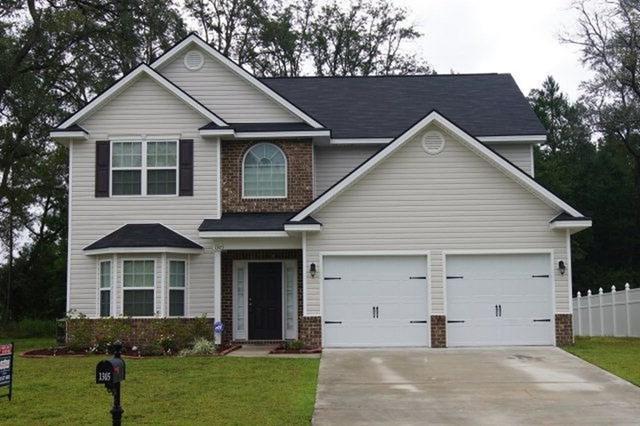 1305 Hill View Circle, Hinesville, GA 31313 (MLS #124444) :: The Arlow Real Estate Group