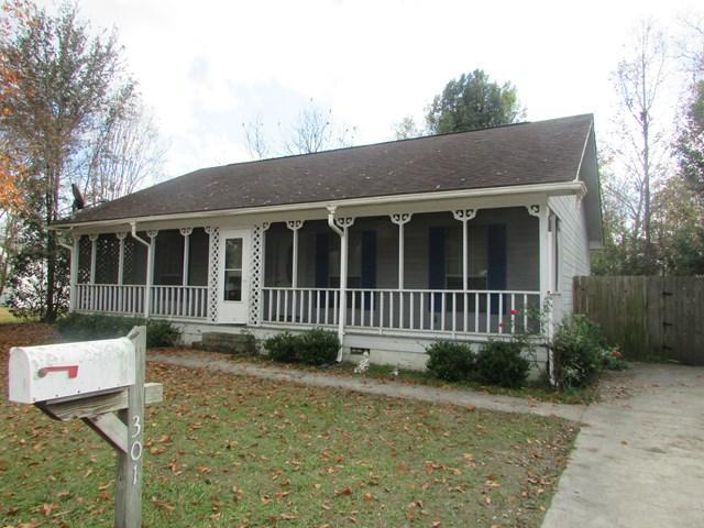 301 East Cedar Street, Glennville, GA 30427 (MLS #125674) :: Coldwell Banker Holtzman, Realtors