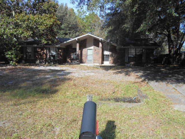 706 Madison Drive, Hinesville, GA 31313 (MLS #129627) :: Coldwell Banker Holtzman, Realtors