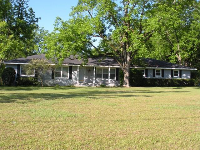 807 East Barnard Street, Glennville, GA 30427 (MLS #123557) :: Coldwell Banker Holtzman, Realtors