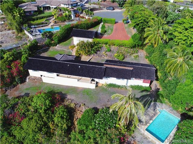 1401 Laamia Place, Honolulu, HI 96821 (MLS #201719463) :: The Ihara Team