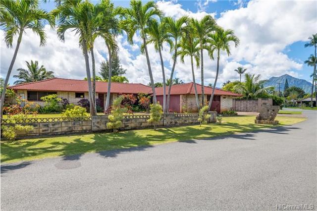 135 Mahealani Place, Kailua, HI 96734 (MLS #201804330) :: Team Lally