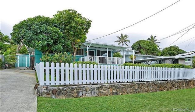 1347 Lekeona Street, Kailua, HI 96734 (MLS #201807701) :: The Ihara Team
