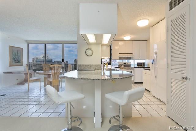 1212 Nuuanu Avenue Ph3903, Honolulu, HI 96817 (MLS #201817914) :: Redmont Living