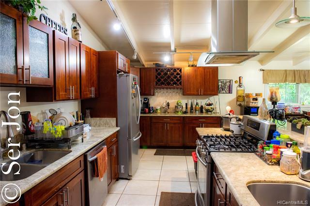 4361 Laakea Street, Honolulu, HI 96818 (MLS #201921286) :: Team Lally