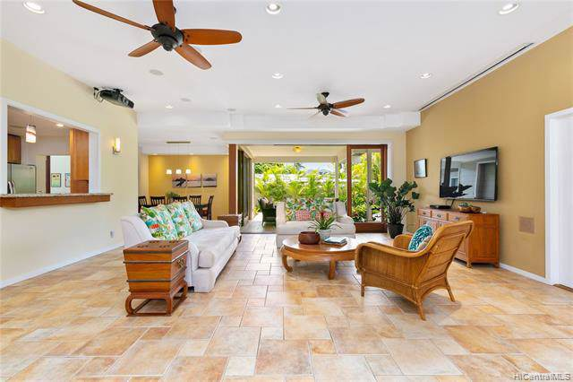 163 Kuumele Place, Kailua, HI 96734 (MLS #201926557) :: Team Lally