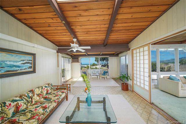 2045 Aamanu Street, Pearl City, HI 96782 (MLS #202007985) :: The Ihara Team