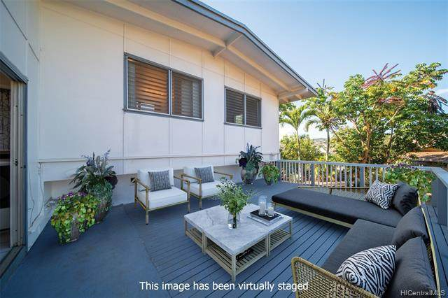 4304 Palahinu Place, Honolulu, HI 96818 (MLS #202028230) :: Team Lally