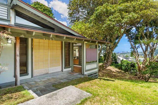 3510 Lelehune Place, Honolulu, HI 96822 (MLS #202116655) :: Team Lally
