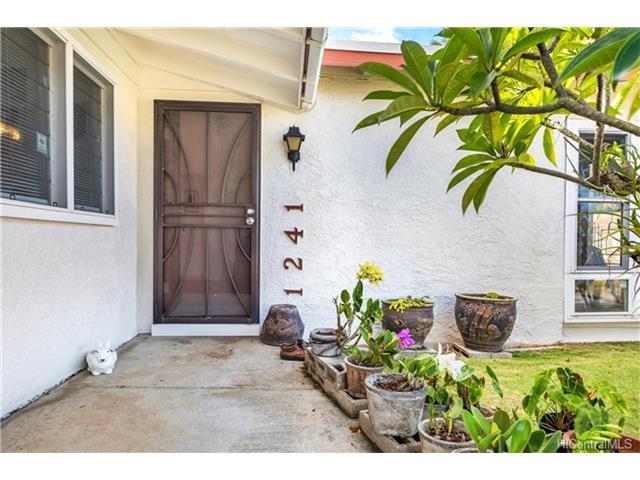 1241 Mokapu Boulevard, Kailua, HI 96734 (MLS #201721080) :: The Ihara Team