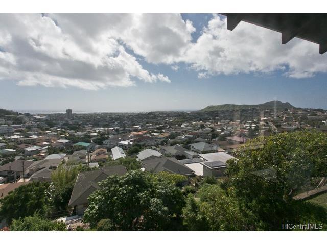 3781 Pukalani Place, Honolulu, HI 96816 (MLS #201800762) :: Yamashita Team