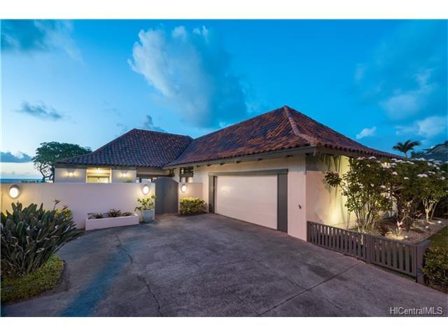 590 Kaimalino Street, Kailua, HI 96734 (MLS #201712557) :: The Ihara Team