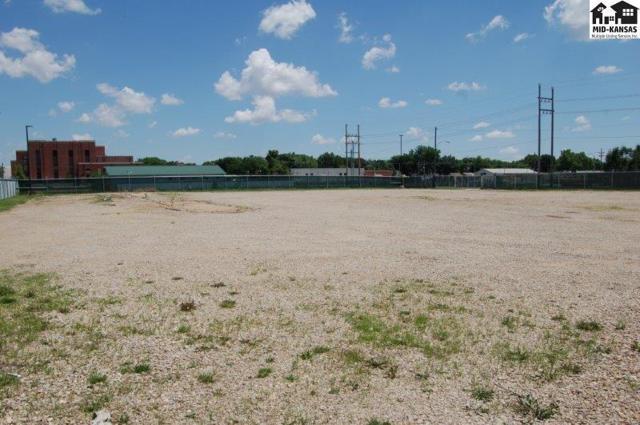 570 W Washington St, McPherson, KS 67460 (MLS #35324) :: Select Homes - Team Real Estate
