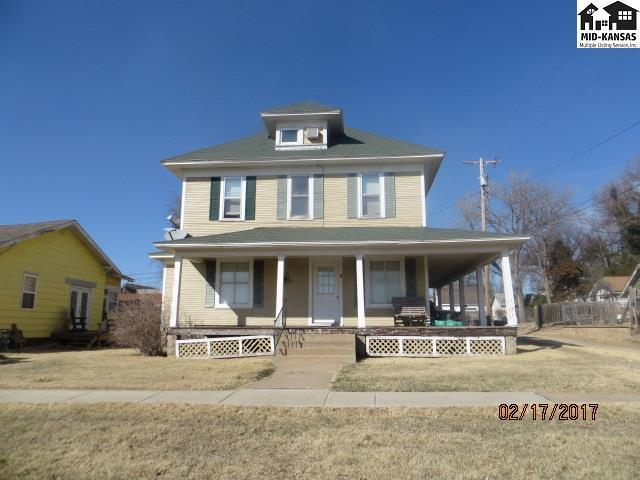 314 W 3rd St, Pratt, KS 67124 (MLS #34558) :: Select Homes - Team Real Estate