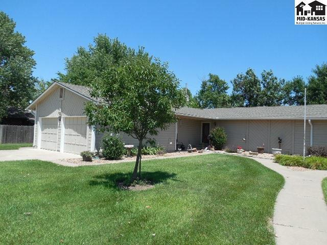 2202 Westminster Ct, Hutchinson, KS 67502 (MLS #35442) :: Select Homes - Team Real Estate