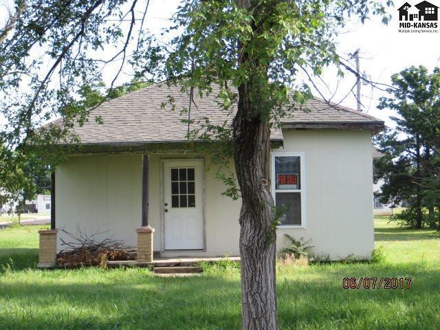 916 W 6th St, Pratt, KS 67124 (MLS #35481) :: Select Homes - Team Real Estate