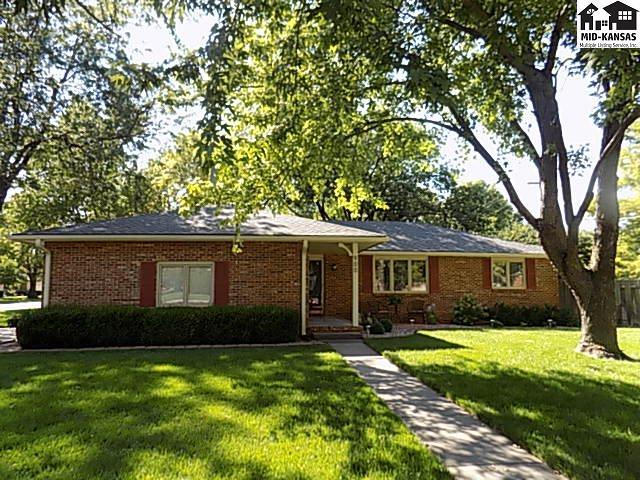 900 Old Farm Estates, Hutchinson, KS 67502 (MLS #35849) :: Select Homes - Team Real Estate