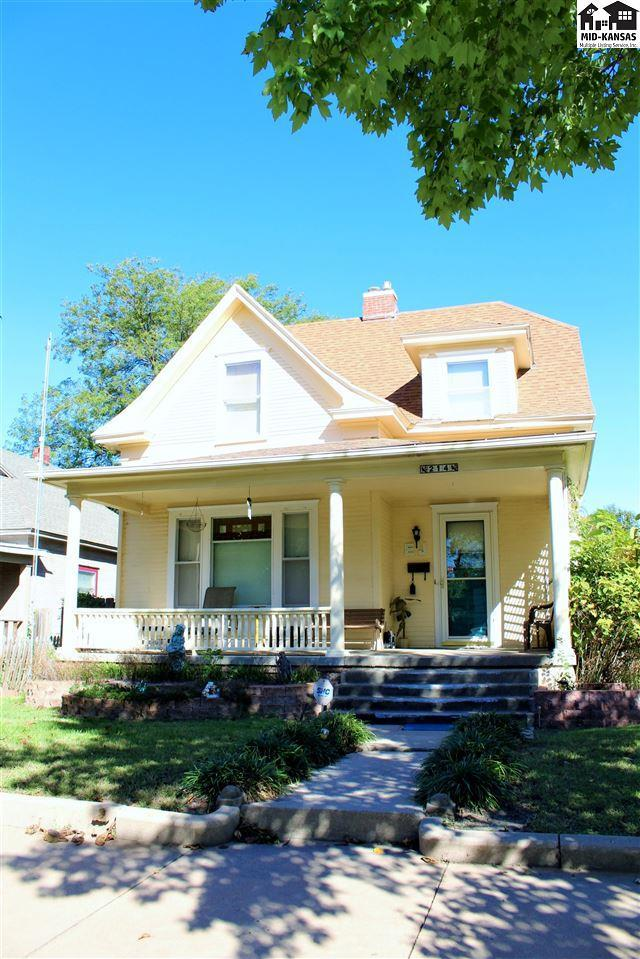 214 W 8th Ave, Hutchinson, KS 67501 (MLS #36192) :: Select Homes - Team Real Estate