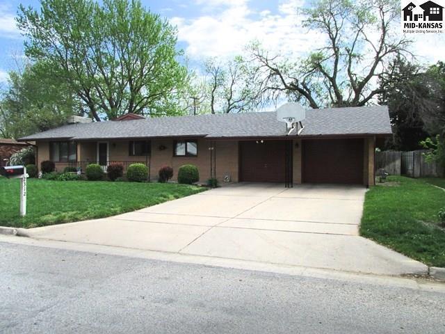 2312 N Jackson St, Hutchinson, KS 67502 (MLS #36198) :: Select Homes - Team Real Estate