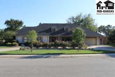 205 Buckskin Rd, Hutchinson, KS 67502 (MLS #36207) :: Select Homes - Team Real Estate
