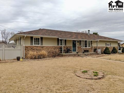1002 E 32nd Ave, Hutchinson, KS 67502 (MLS #36994) :: Select Homes - Team Real Estate