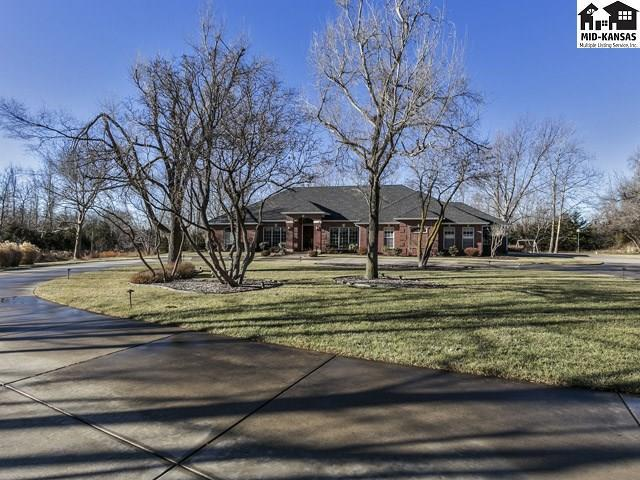 2401 Hawthorne Ln, Hutchinson, KS 67502 (MLS #36998) :: Select Homes - Team Real Estate