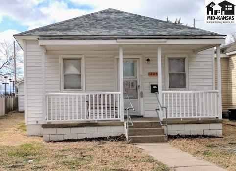 305 W 6th Ave, Hutchinson, KS 67501 (MLS #37005) :: Select Homes - Team Real Estate