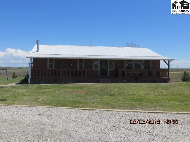 10414 SE Lake Bend, Pratt, KS 67124 (MLS #37355) :: Select Homes - Team Real Estate