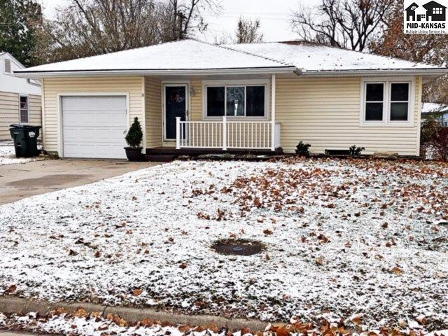 8 Wheatland Dr, Hutchinson, KS 67502 (MLS #38636) :: Select Homes - Team Real Estate