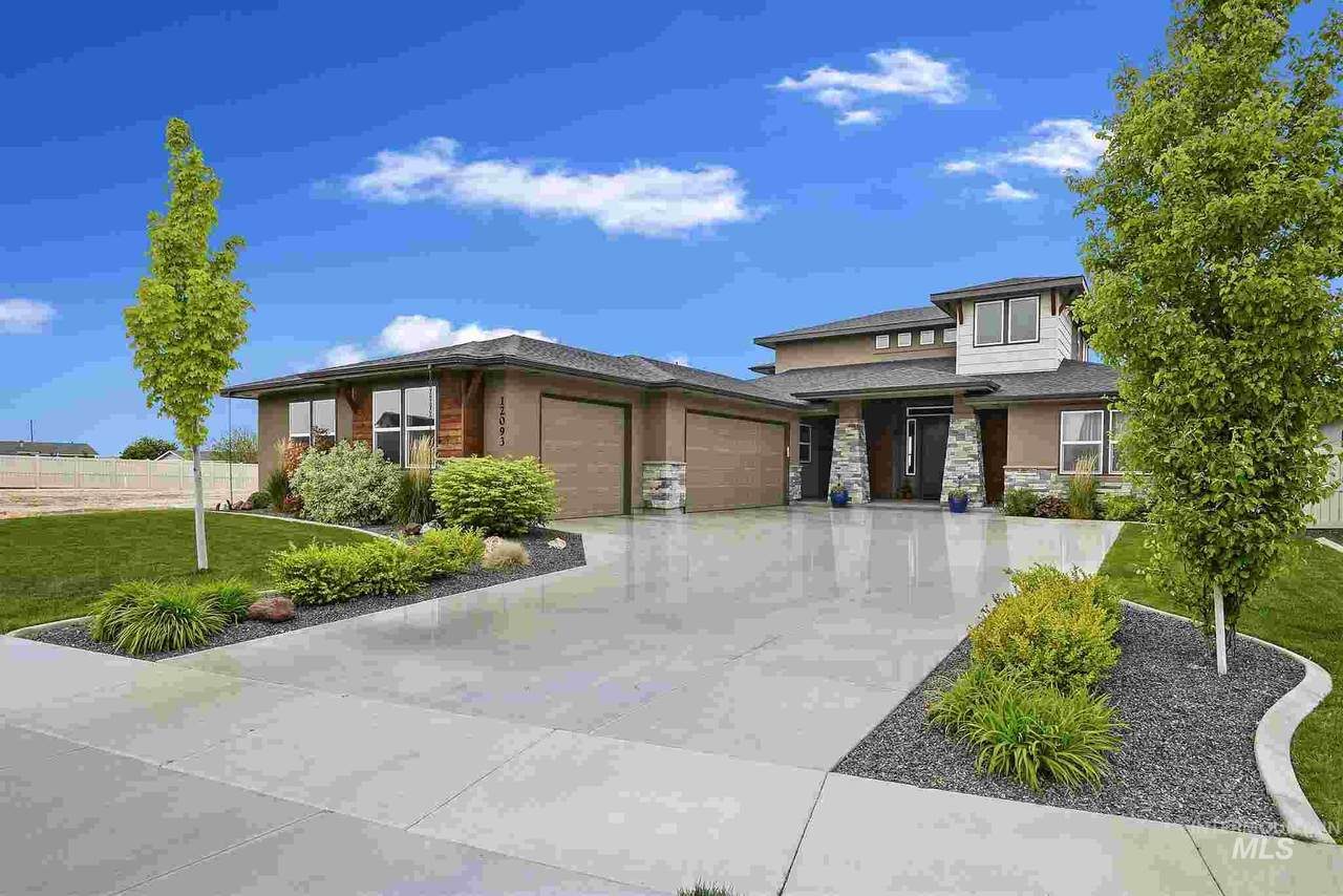 12093 Hunters Point Dr - Photo 1