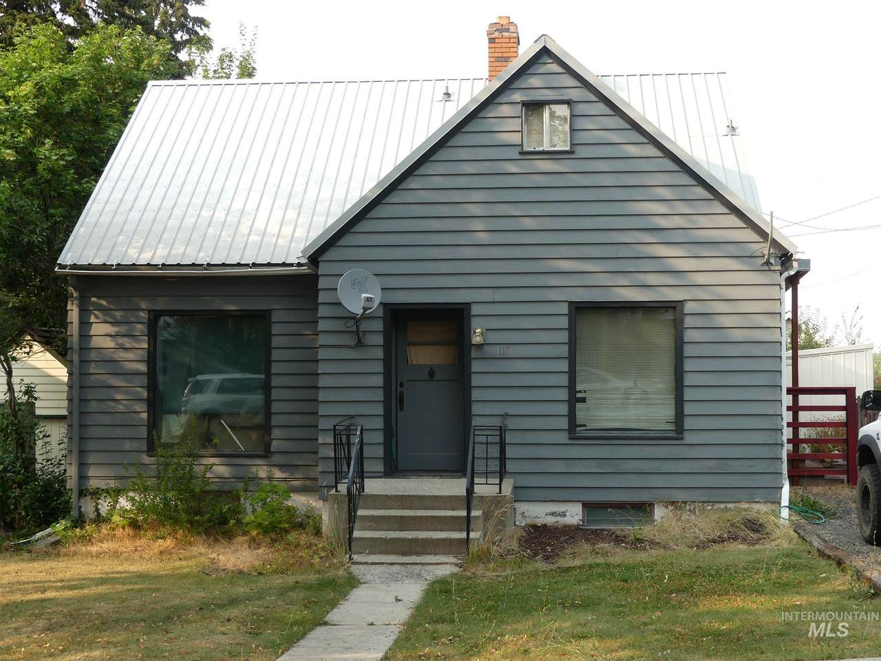 117 E South 2nd Street - Photo 1