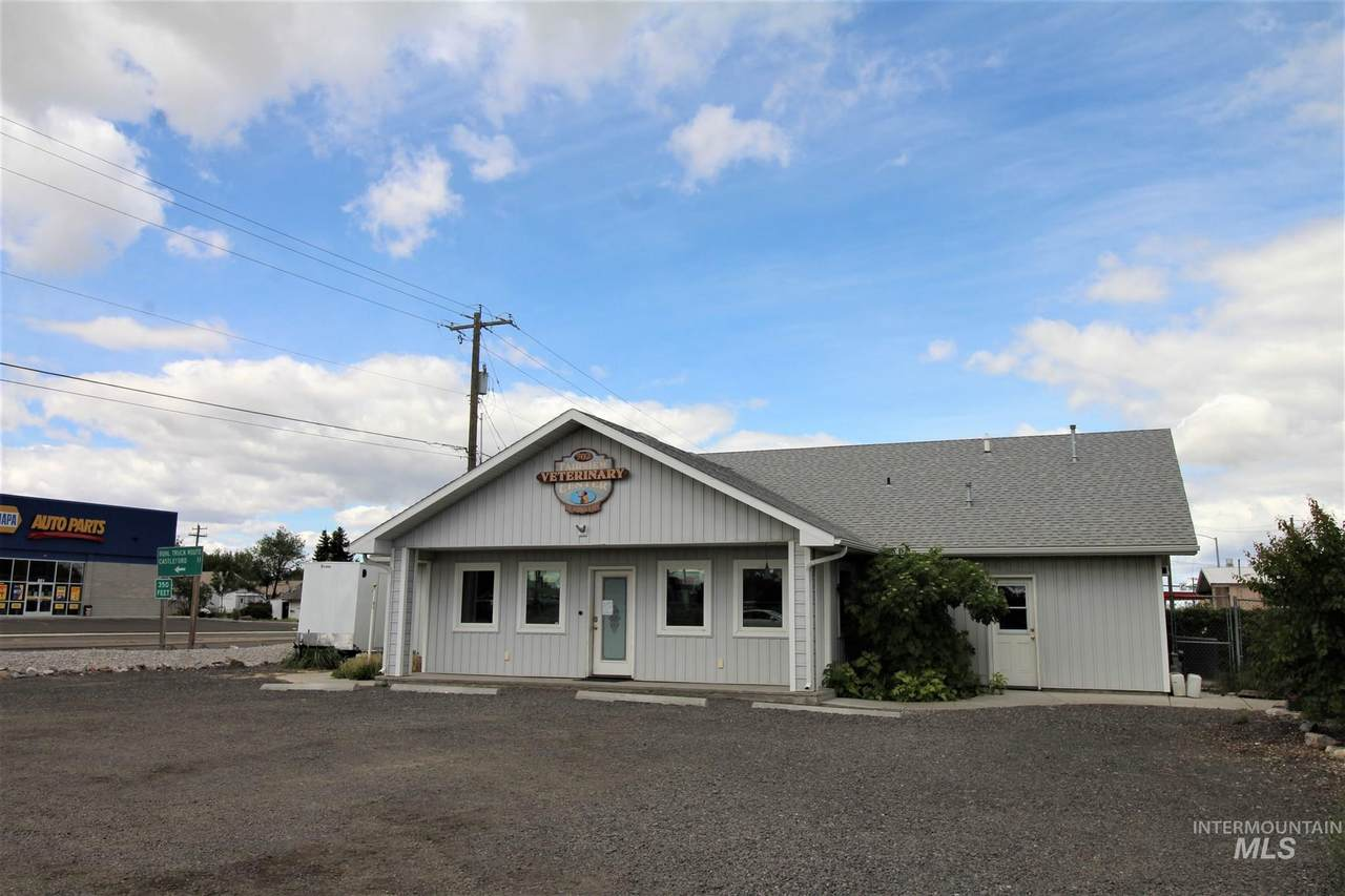 702 Hwy 30 E   (Commercial Bldg And .34 Acres) - Photo 1