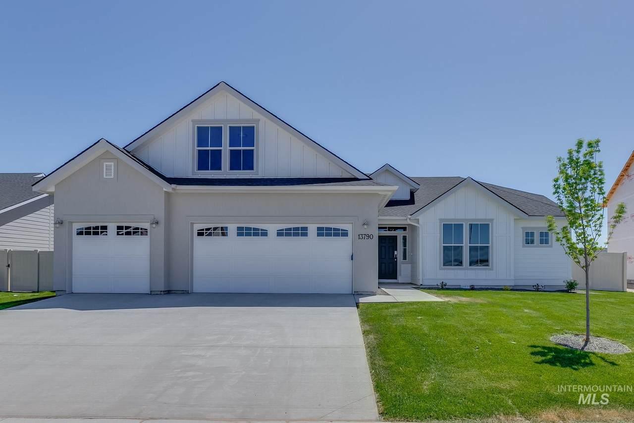 13141 Coquille River Ave - Photo 1