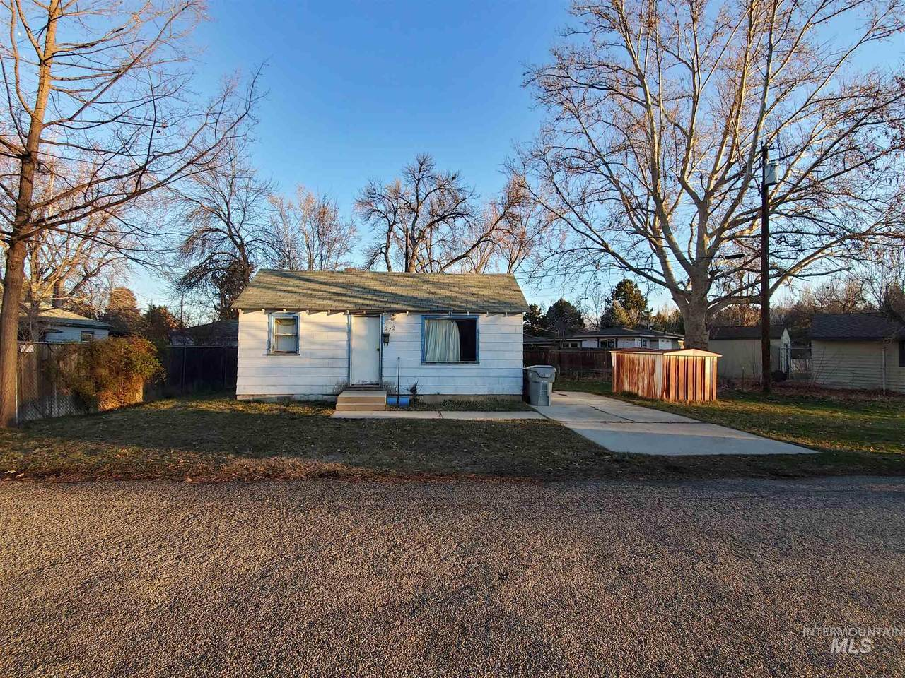 222 Chester Dr - Photo 1