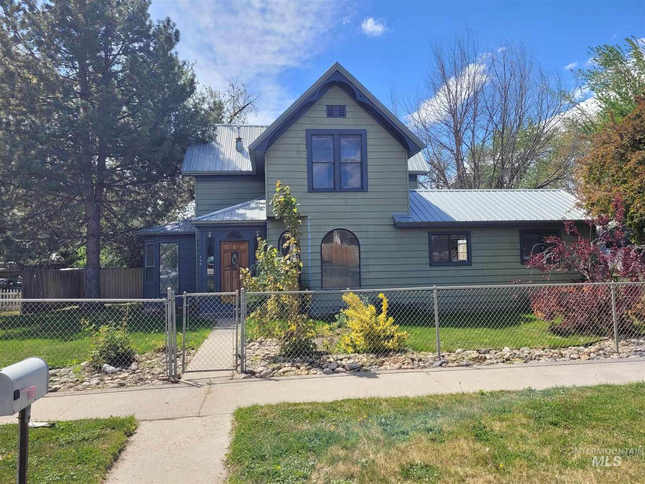 348 4th Ave. - Photo 1