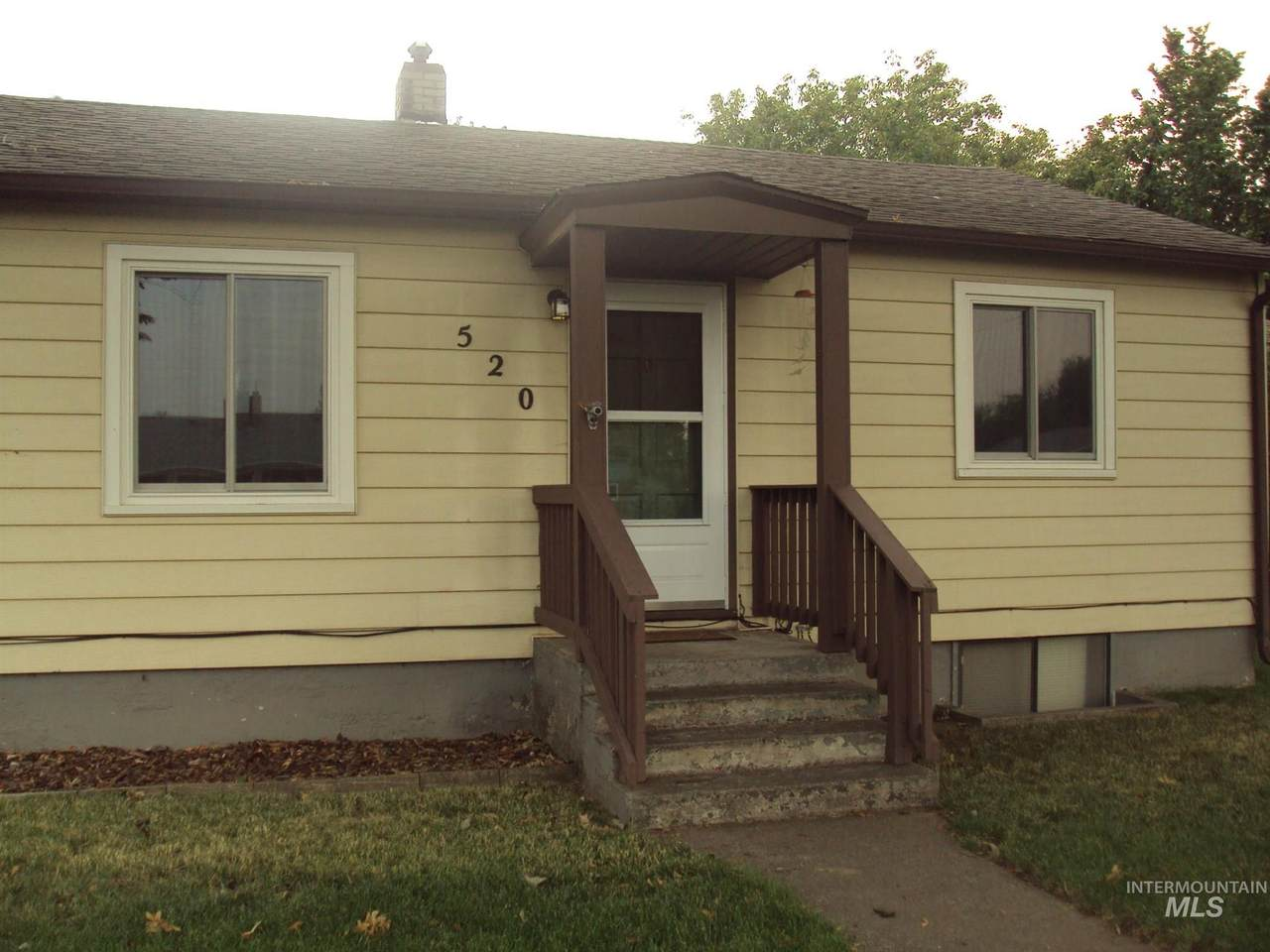 520 Linden Ave - Photo 1