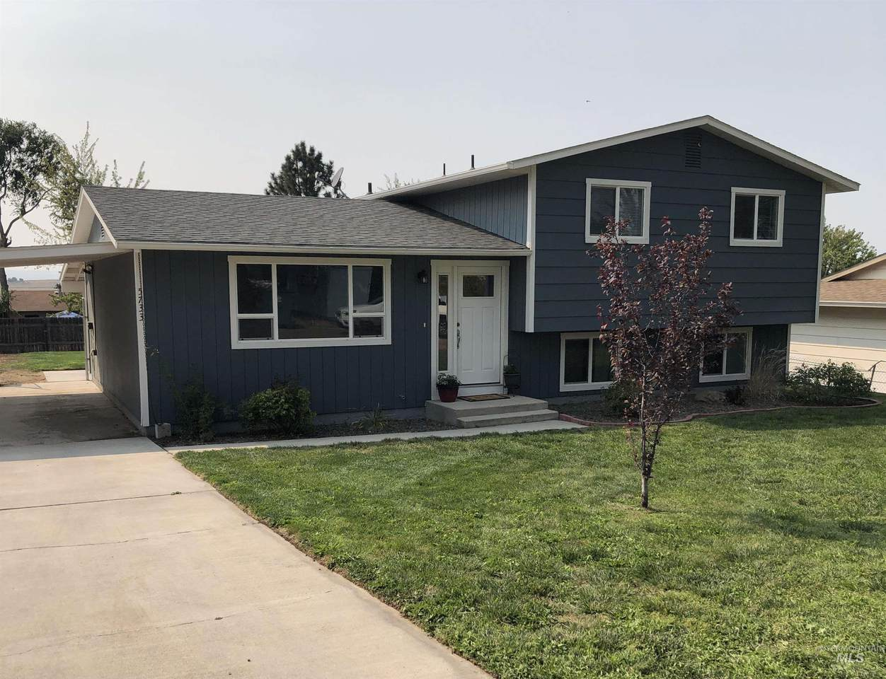 5733 Hillview Dr - Photo 1