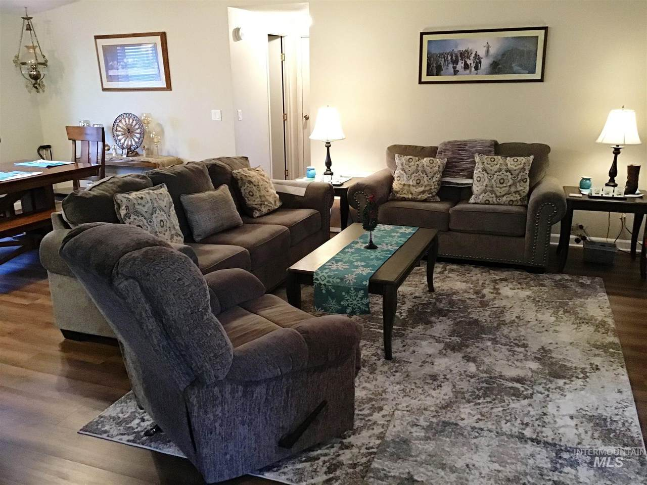 424 Oregon - Photo 1