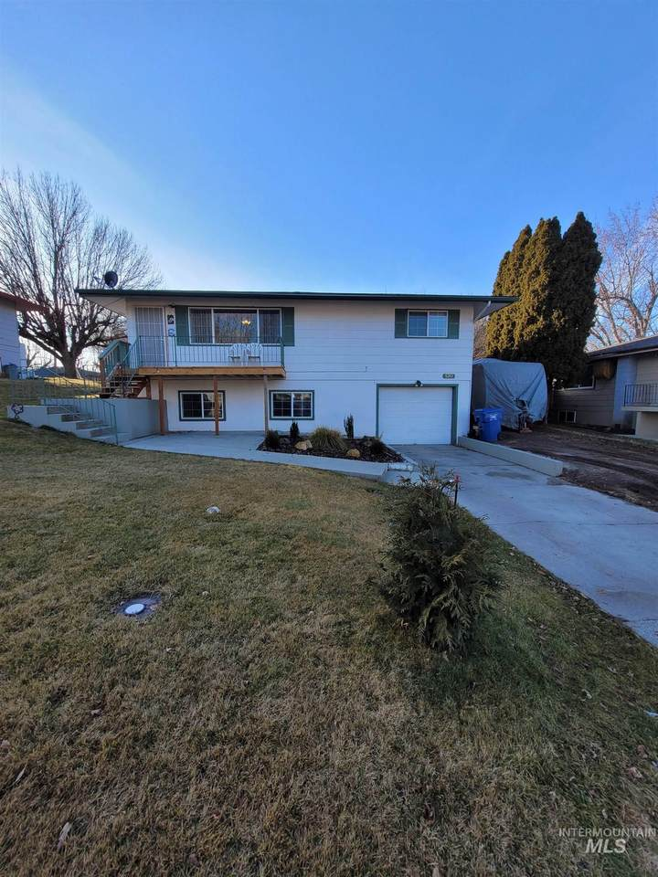 520 Perry Drive - Photo 1