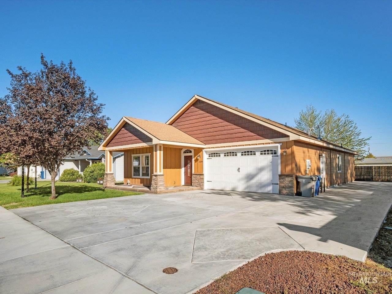 2208 Colorado - Photo 1