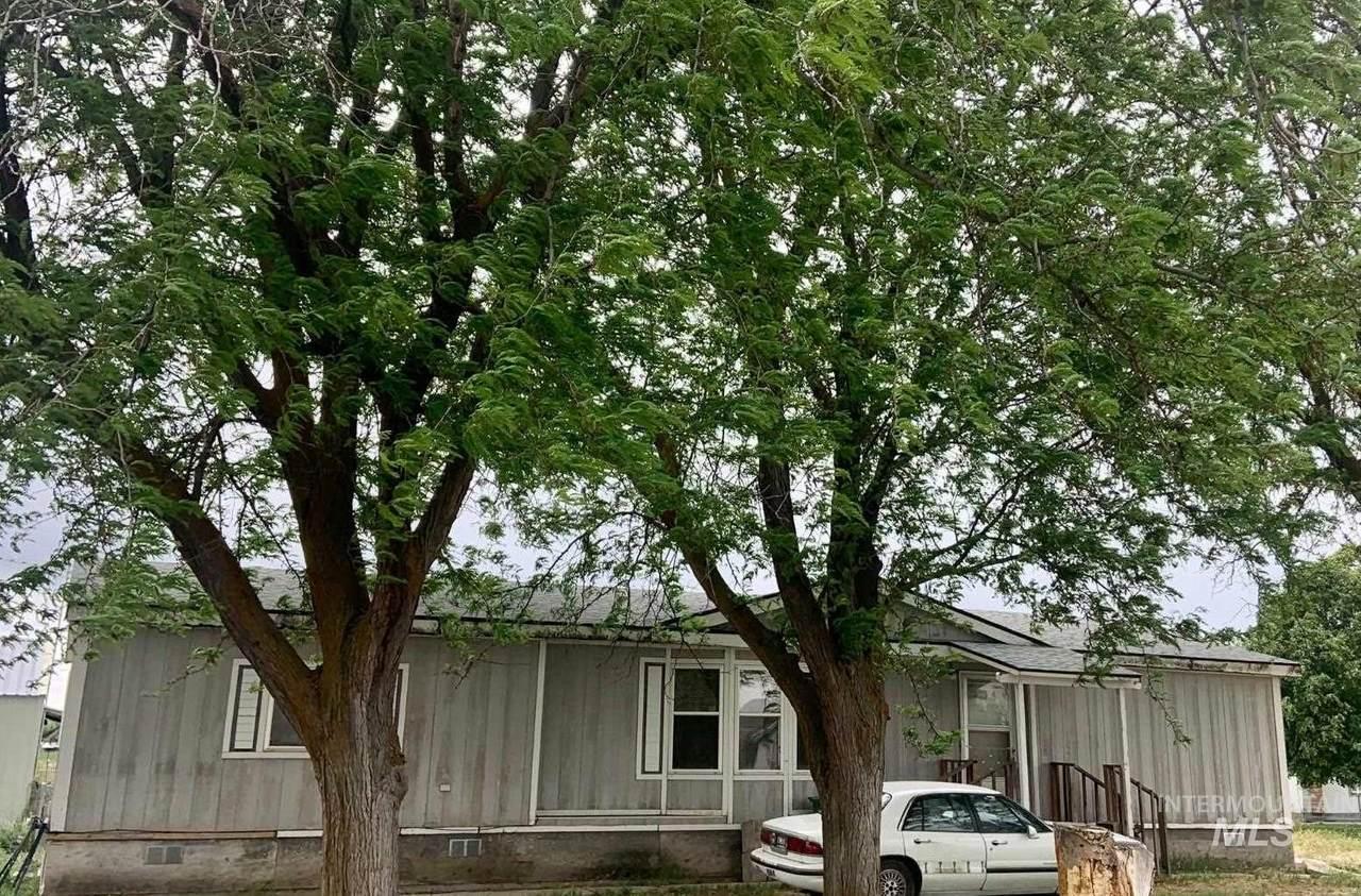 818 Eaton Rd - Photo 1