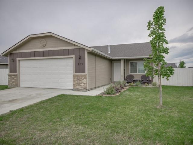 913 S Threave Ave, Kuna, ID 83634 (MLS #98671184) :: Build Idaho