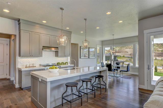 519 W Paso Fino Drive, Boise, ID 83702 (MLS #98671486) :: We Love Boise Real Estate