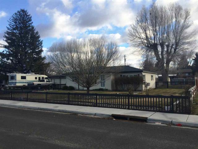 329 Falls Avenue West, Twin Falls, ID 83301 (MLS #98680214) :: Zuber Group