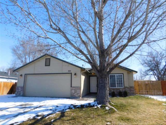 920 Drake Court, Mountain Home, ID 83647 (MLS #98683964) :: Boise River Realty