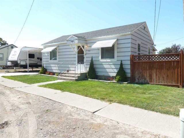 410 Park Avenue, Filer, ID 83328 (MLS #98686224) :: Jon Gosche Real Estate, LLC