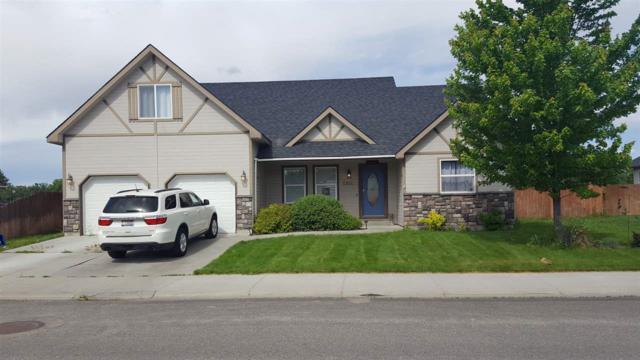 1301 N 14th East, Mountain Home, ID 83647 (MLS #98694186) :: Zuber Group