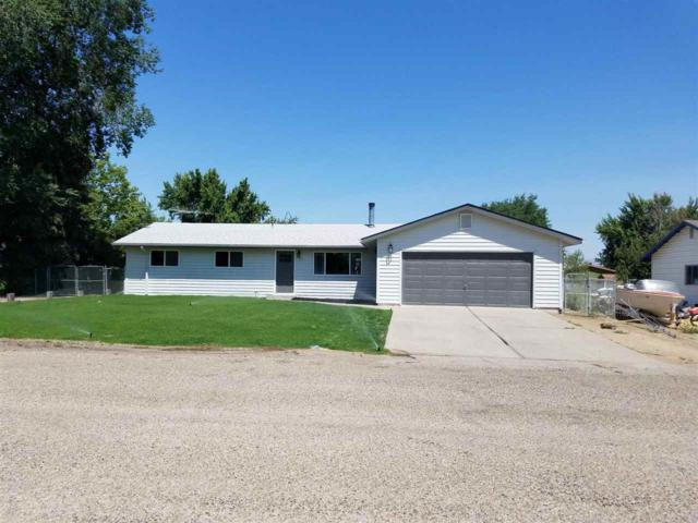 315 NW Wilson Cir, Mountain Home, ID 83647 (MLS #98701545) :: Boise River Realty